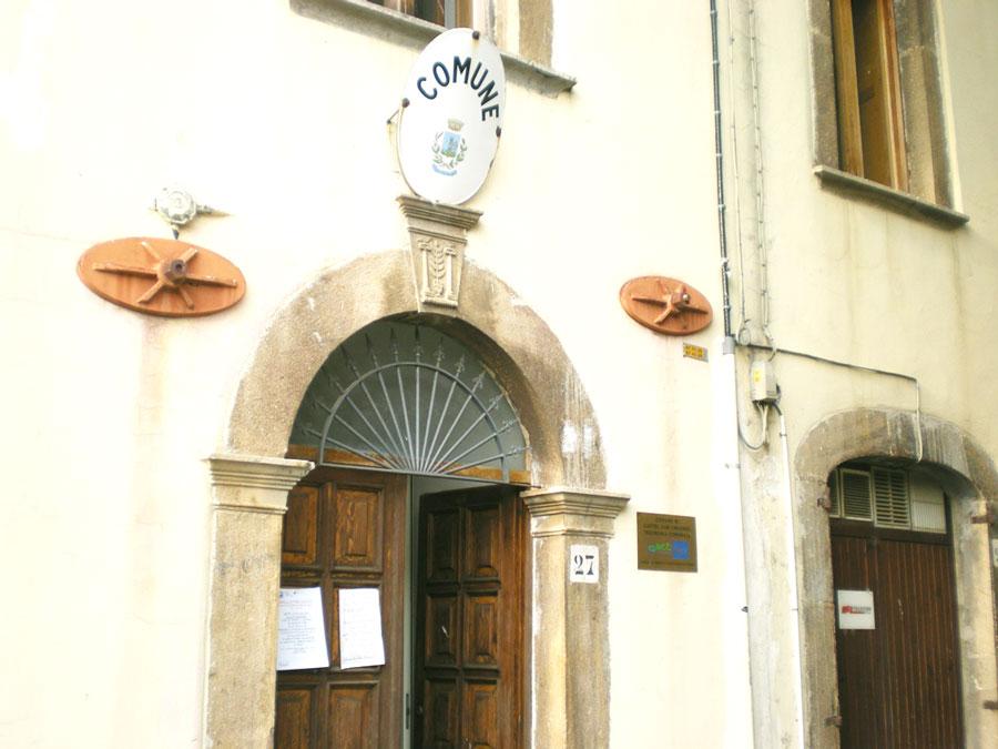 """""""Olio da olive biologiche? Un progetto interessante, da seguire con grande attenzione"""". La sindaca di Castel San Vincenzo, Marisa Margiotta, saluta positivamente l'iniziativa."""