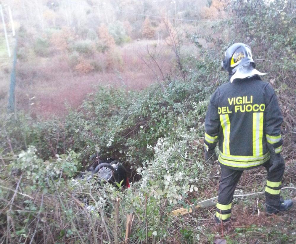 Colli a Volturno: Epifania di paura sulla statale 158. Auto si ribalta e finisce in una scarpata. Illesi i conducenti.