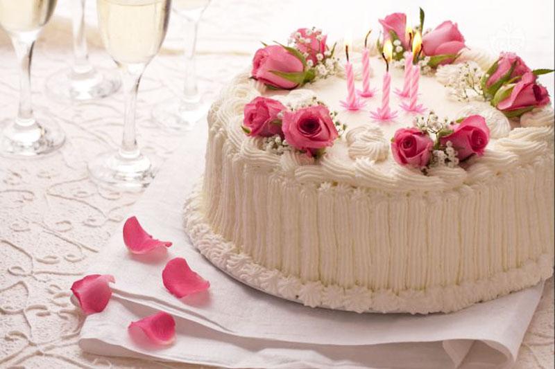 L'Angolo degli Auguri: festeggiamo oggi il compleanno di Felice Perna.