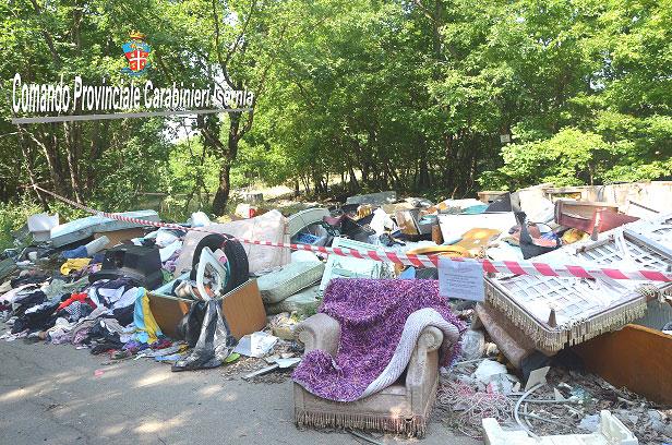 Venafro: smaltimento illecito di rifiuti, i Carabinieri denunciano tre persone. Avevano disseminato di rifiuti speciali una zona di oltre 500mq.