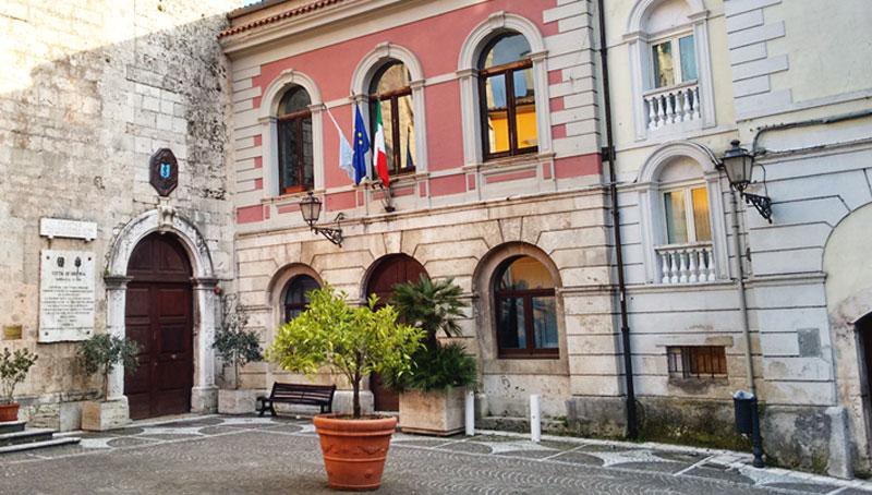 Isernia: il comune avvisa gli elettori degli spostamenti delle sezioni elettorali per le europee 2019.