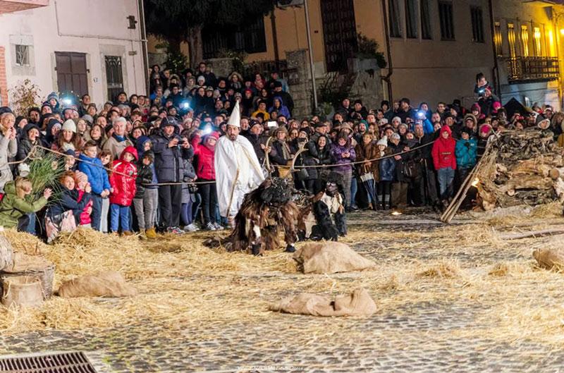 Castelnuovo al Volturno: la pantomima dell'Uomo Cervo torna a scaldare i cuori della Valle del Volturno. Appuntamento a domenica 26 febbraio 2017.
