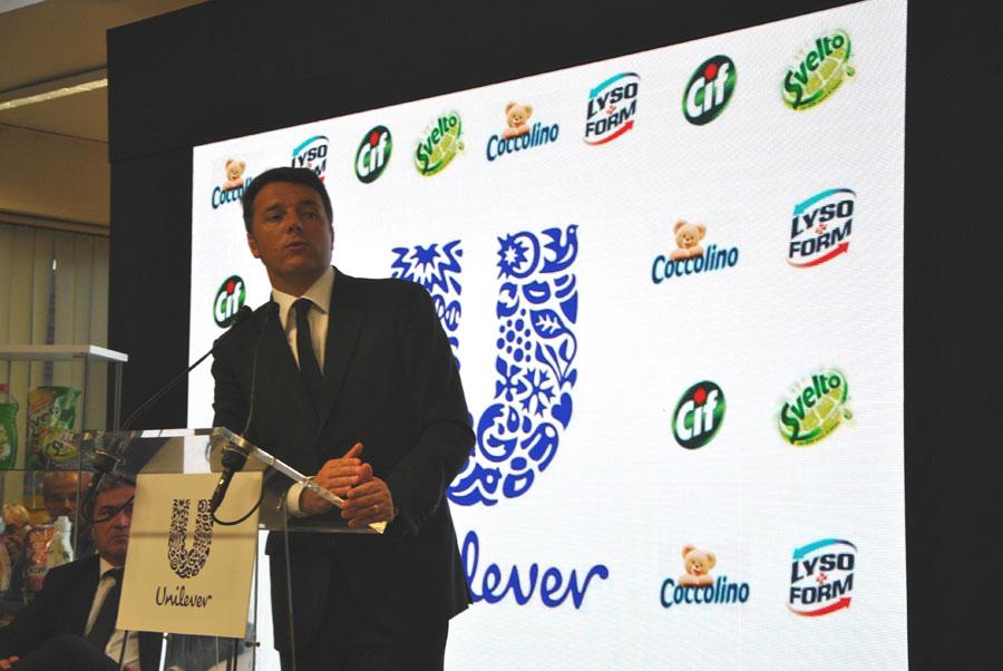 """Pozzilli: 727 milioni di euro per ripartire dal Molise. Renzi all'Unilever: """"Realtà come questa mi fanno essere orgoglioso dell'Italia""""."""