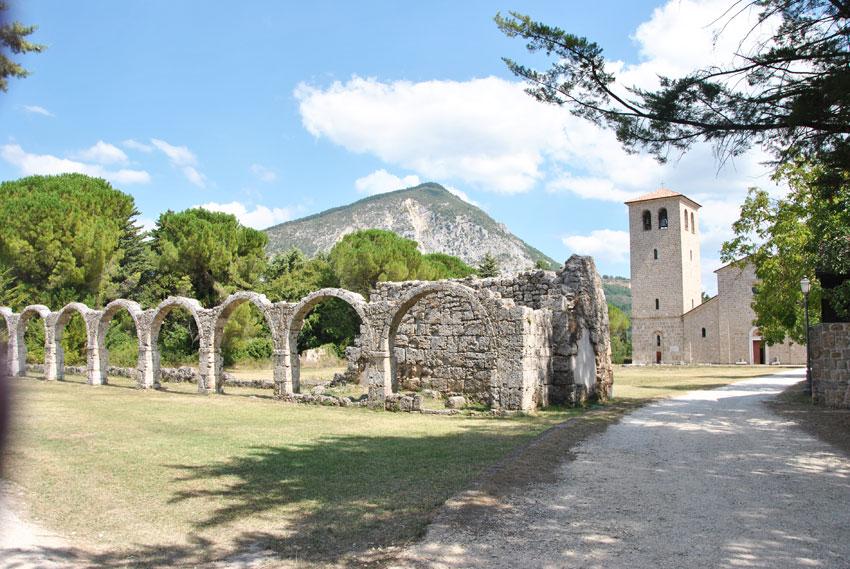 Scarabeo presenta la proposta di legge sull'Istituzione del Parco archeologico del sito dell'Abbazia di San Vincenzo al Volturno.