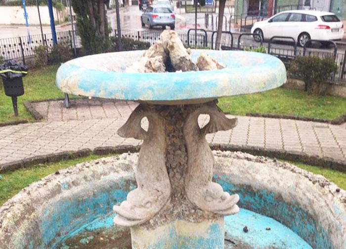 Pozzilli: atti vandalici in paese. Danneggiata l'antica fontanella di piazza Aldo Moro. Indagini in corso. Cittadini indignati.