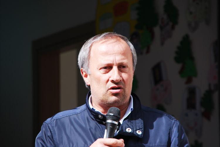 Il sindaco di Capracotta, Candido Paglione, risponde all'ex sindaco che lo accusa di ritardare l'apertura delle piste da sci.