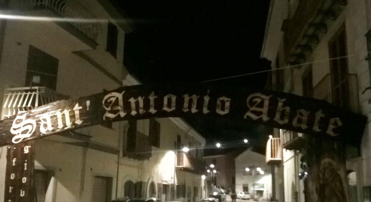 Colli a Volturno: tradizionale festa di Sant'Antonio Abate. Un successo di pubblico e critica. Oggi il rito del fuoco, la confraternita e i gruppi vari.