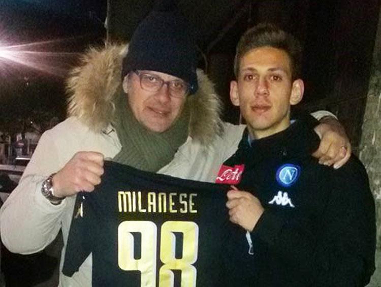 La maglietta di Marco Milanese col numero 98 va a mister Peppe Troiano. L'isernino non scorda il suo maestro.