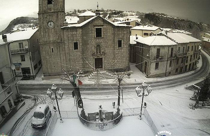 Valle del Volturno: la  neve tanto attesa è arrivata. Per ora l'allerta rimane oltre i 600metri. Da stasera precipitazioni sparse anche a basse quote.