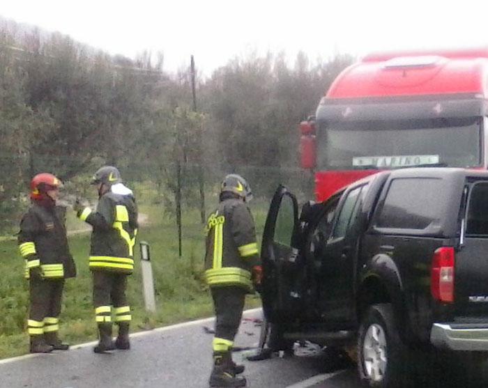 Sesto Campano: grave incidente stradale sulla Ss 85. Si scontrano mezzo pesante e automobile. Due i feriti.