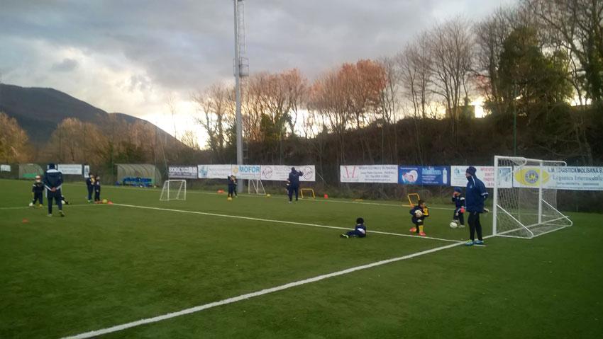 """Calcio giovanile: la Boys Roccaravindola attiva la rubrica """"Boys Book"""". I social pe far conoscere i talenti della società sportiva accademia del Frosinone."""