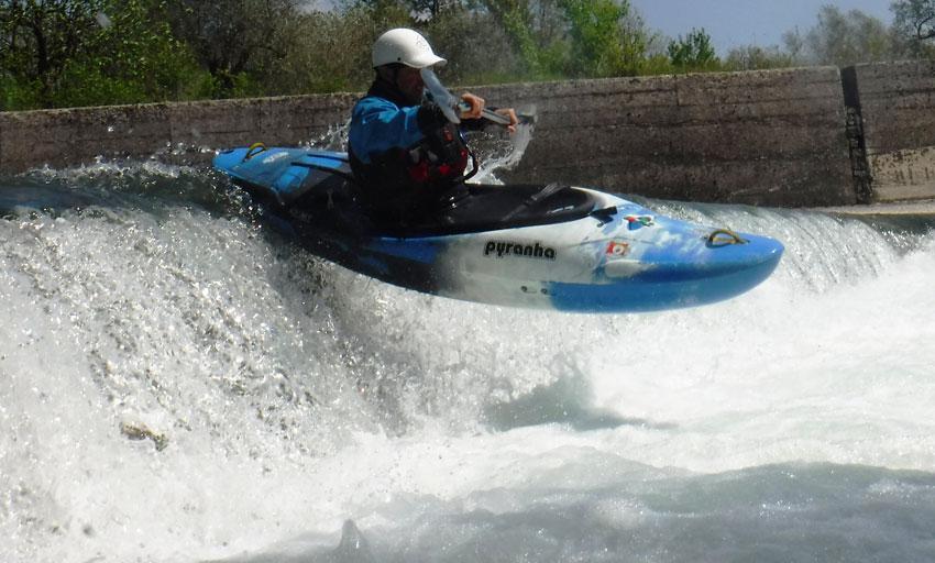 Colli a Volturno: gli amanti della rapide hanno sfidato il fiume Volturno in canoa. Si è ripetuto il tradizionale ritrovo proposto dalla Roma Kayak Mundi.