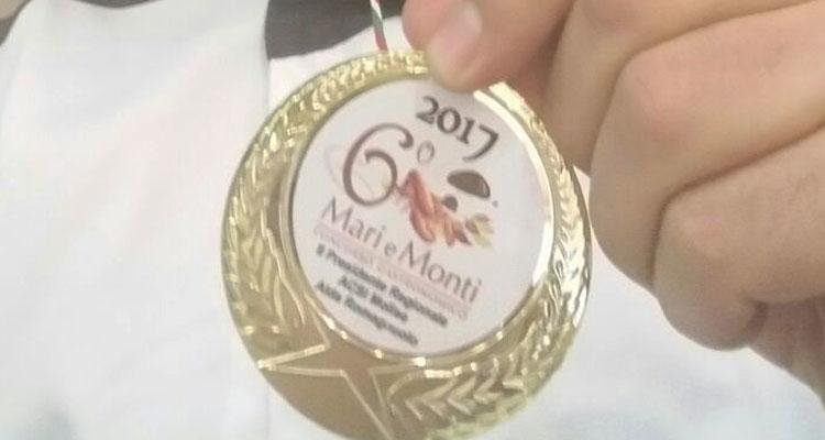 Castelnuovo al Volturno: lo chef Stefano Rufo si aggiudica il primo posto al concorso gastronomico Mari e Monti con il raviolone scapolese.