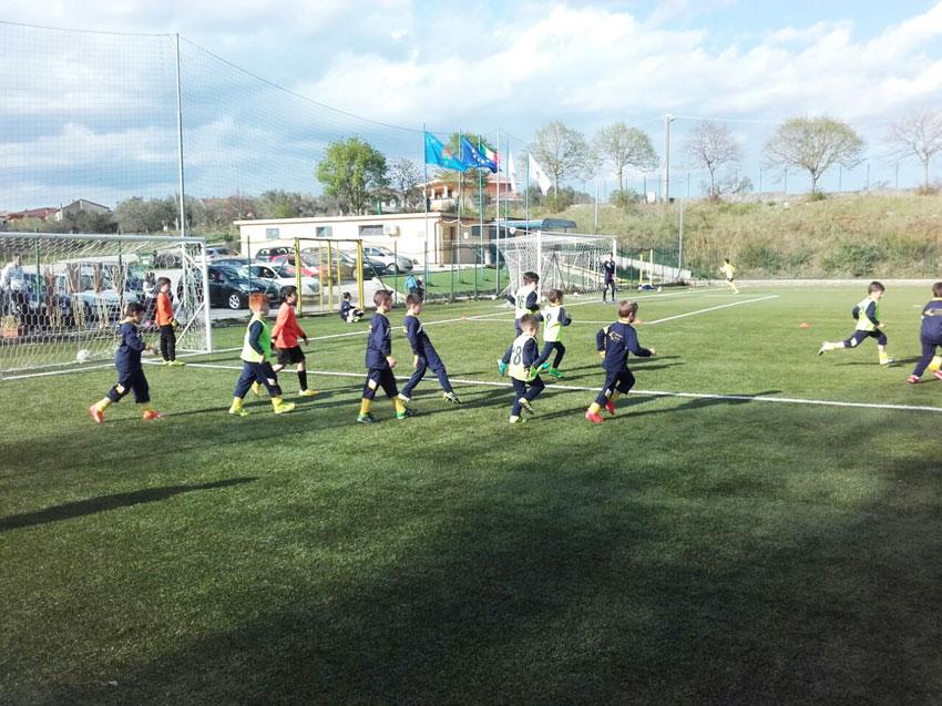 Sport: primi calci …crescono grazie all'operato degli istruttori dell'Asd Boys Roccaravindola.