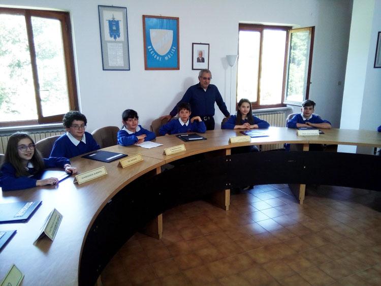 Filignano: gli alunni della scuola elementare visitano il comune.