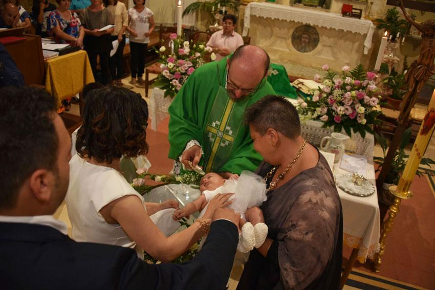 L'Angolo degli Auguri: Mariachiara Siravo riceve il sacramento del Battesimo. Gli auguri della redazione!!!