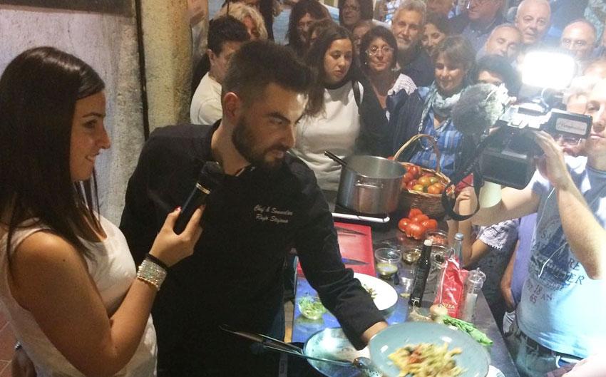Civitanova del Sannio: chef Rufo esalta il pomodoro locale durante la notte Bianca. Successo per lo show cooking con la partecipazione del campione della Prova del Cuoco.