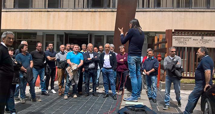 """Gli ex cantonieri della Provincia di Isernia riconvocati in regione il prossimo 19 gennaio. """"Nessuna legge o circolare vieterebbe la loro stabilizzazione""""."""