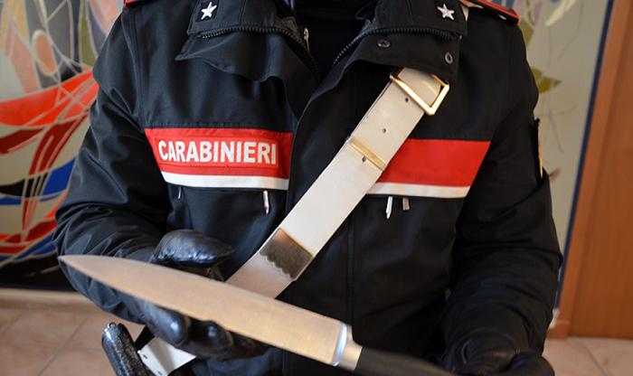 Isernia: Armato di coltello aggredisce il fratello, denunciato dai Carabinieri per minaccia aggravata.