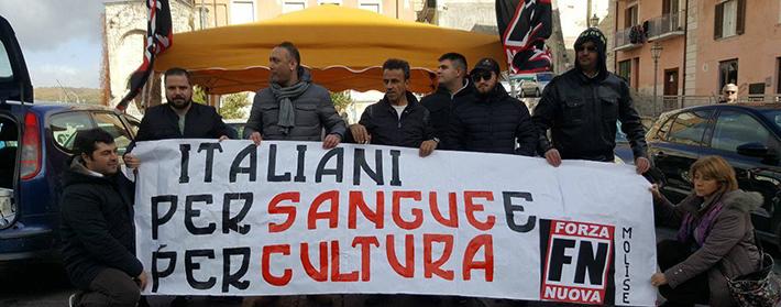 Isernia: Forza Nuova in piazza per raccogliere firme contro lo Ius Soli. Presenti i vertici del movimento politico.
