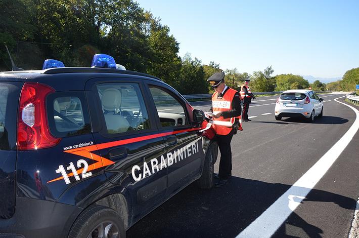 Isernia: i Carabinieri impegnati nel contrasto alle soste selvagge nei parcheggi riservati ai disabili.
