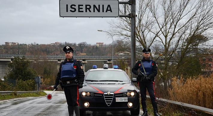Isernia: Conducente in stato di ebrezza alcolica provoca un sinistro stradale, 40enne denunciato dai Carabinieri. Patente ritirata e auto sottoposta a sequestro.