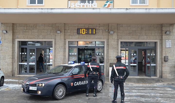 Isernia: Ruba soldi dalla cassa dove lavora. Denunciata dai Carabinieri.