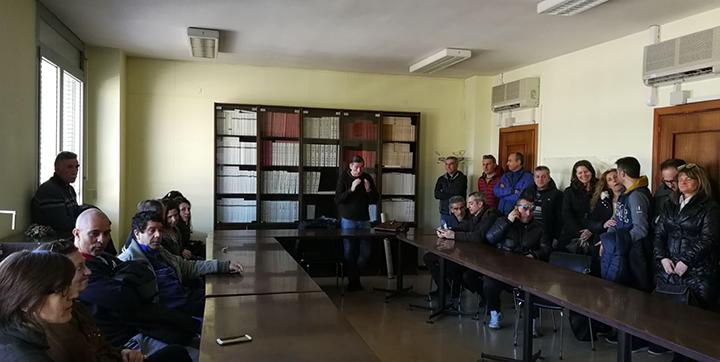 Gli ex lavoratori Ittierre insieme all'assemblea permanenti degli ex lavoratori in lotta ricevuti presso la sede dell'Inps.