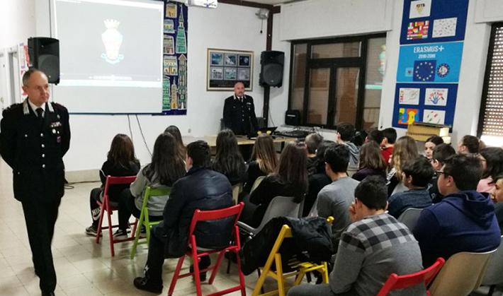 Isernia: Formazione della cultura alla legalità, i Carabinieri incontrano gli studenti della Scuola Media Andrea D'Isernia.