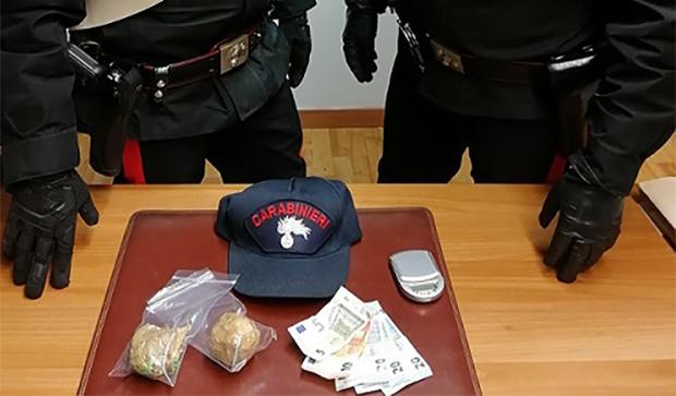 Venafro: alla guida dell'auto posta sotto sequestro. Pregiudicato rumeno denunciato dai Carabinieri.