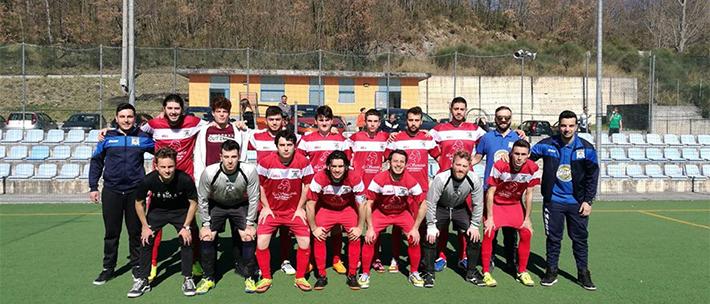 Calcio a 5: il sogno ancora possibile della Futsal Colli. Il campionato si deciderà all'ultima giornata. La formazione di Ricci a -1 dalla capolista Frosolone sconfitta sabato.