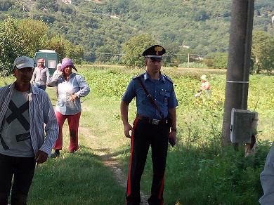 Sesto Campano: lotta al caporalato i Carabinieri controllano 18 persone addette alla raccolta di fagiolini. Tutti bulgari e regolarmente assunti.
