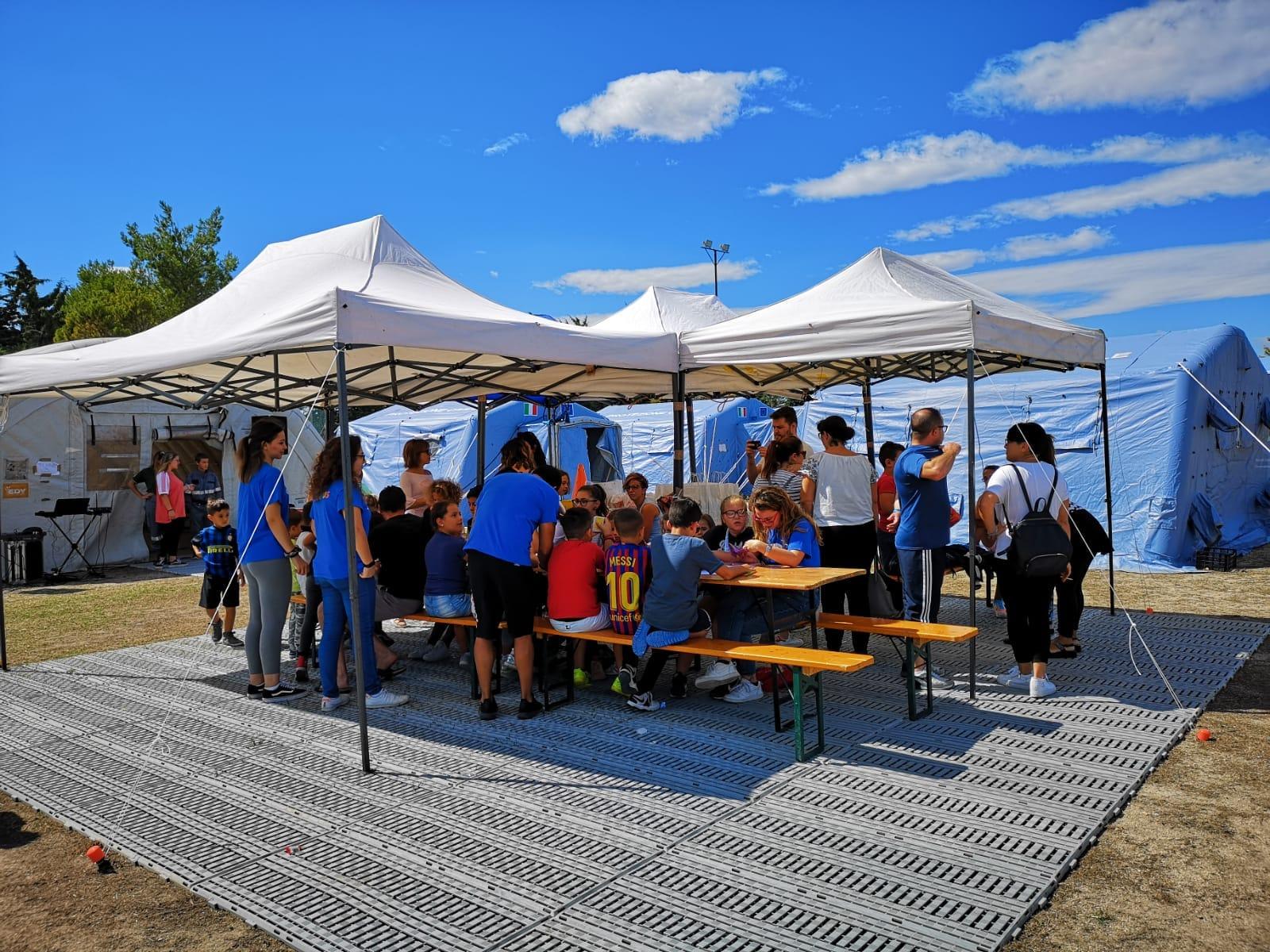 Il Cus Molise porta un sorriso nella tendopoli di Palata. Visita per una delegazione di atleti nelle zone del sisma.