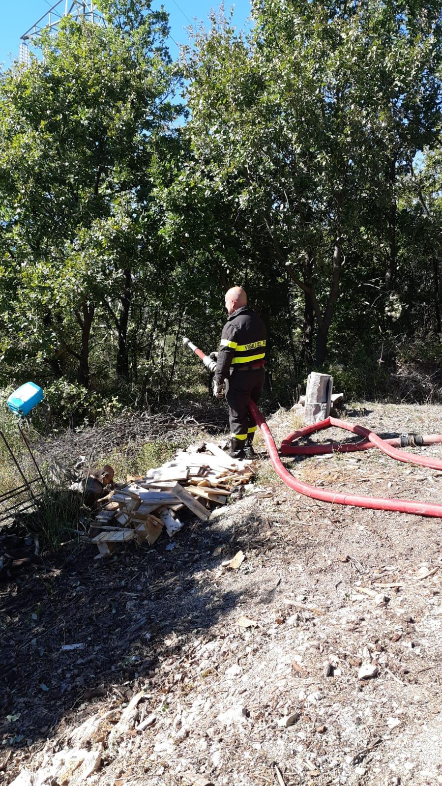 Colli a Volturno: incendio in atto in località Campo La Messa.Vigili del Fuoco sul posto.