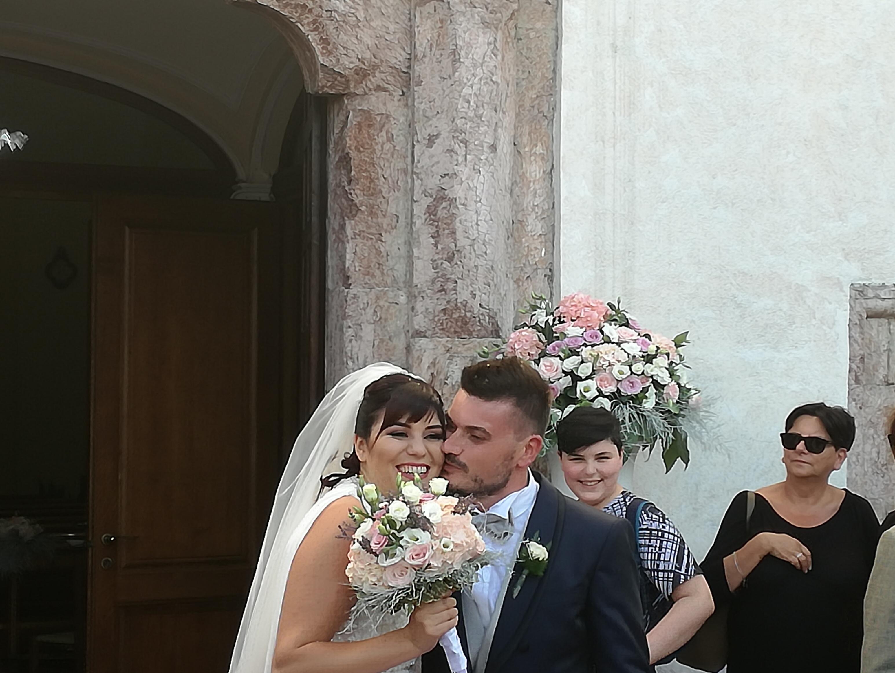 L' Angolo degli auguri: la nostra redazione festeggia gli sposi Alessandro ed Alessia.