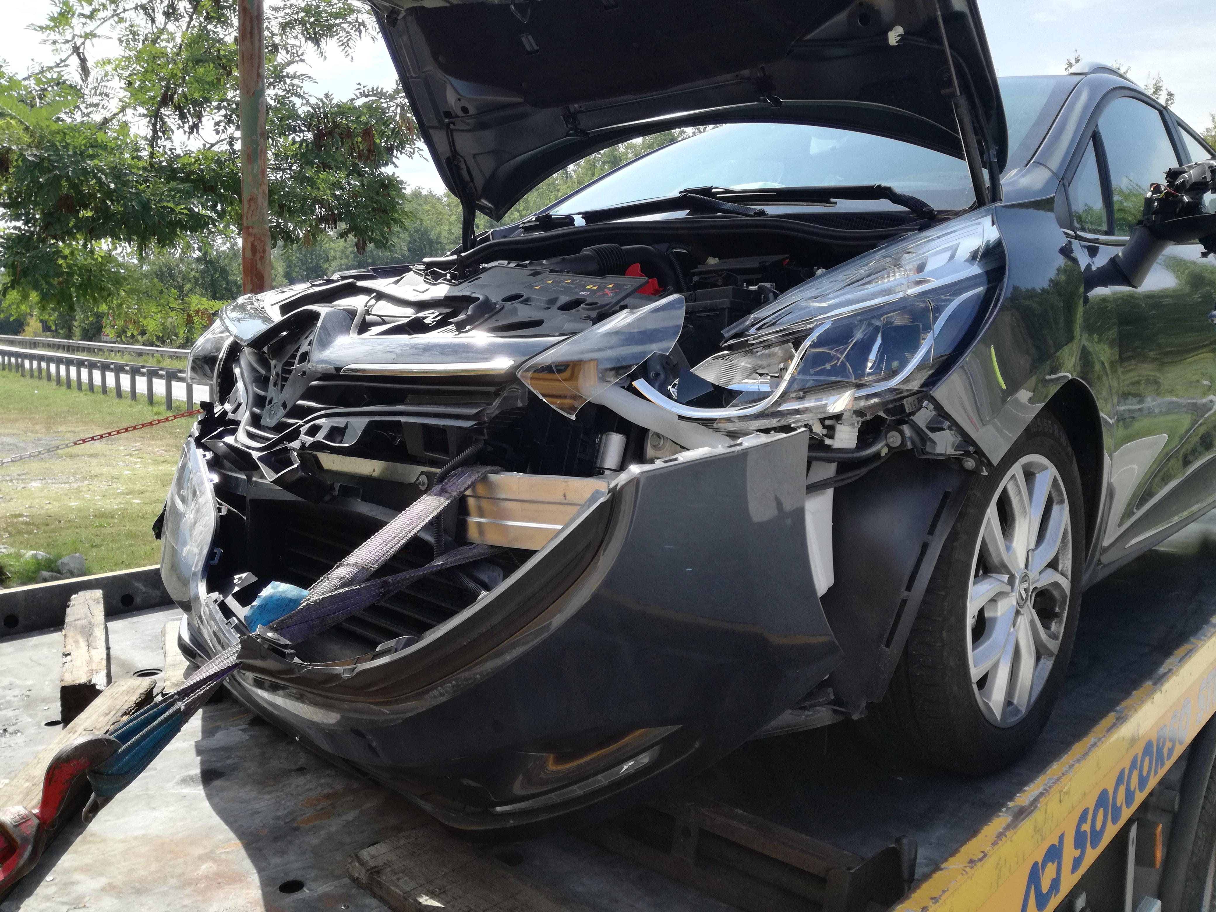 Colli a VOLTURNO: scontro sulla 158 tra una Punto ed una Renault. Un ferito grave trasporto ad Isernia.