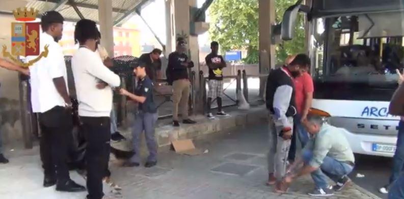 Isernia: Controlli della Polizia di Stato alla stazione ferroviaria. Grazie al fiuto di Kyra denunciato un giovane extracomunitario.