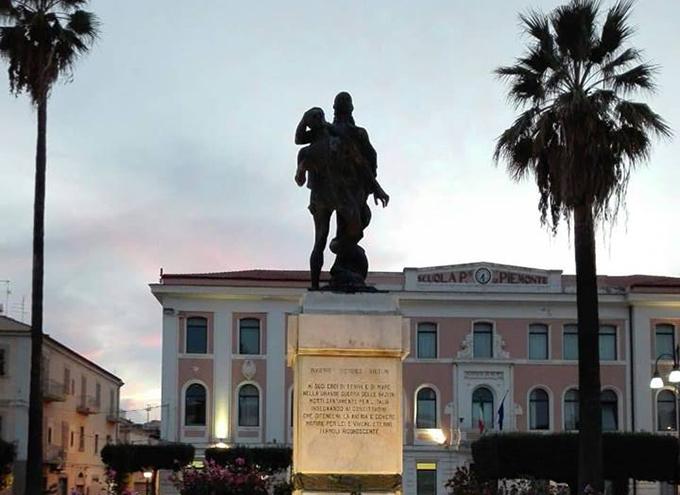 """Termoli: illuminazione al monumento ai Caduti, CasaPound esprime apprezzamento: """"accolta nostra proposta""""."""