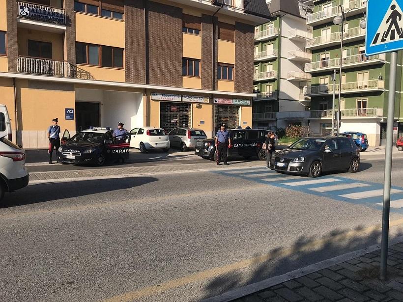 Isernia: Spende una banconota falsa in un esercizio commerciale. Braccato dai Carabinieri.