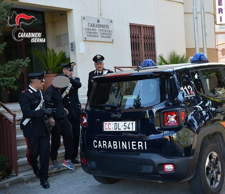 Lite in un Bar. I Carabinieri arrestano uno straniero per resistenza a Pubblico Ufficiale, mentre un altro connazionale viene denunciato per lesioni.