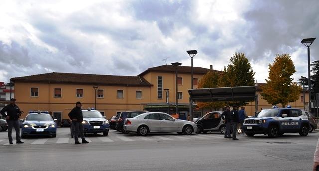 Isernia: week-end di controlli per la polizia. Fermato giovane 24enne con stupefacenti presso il terminal autobus della città.
