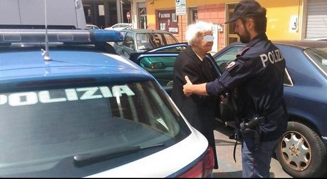 Polizia: persona anziana smarrita riaffidata alla famiglia