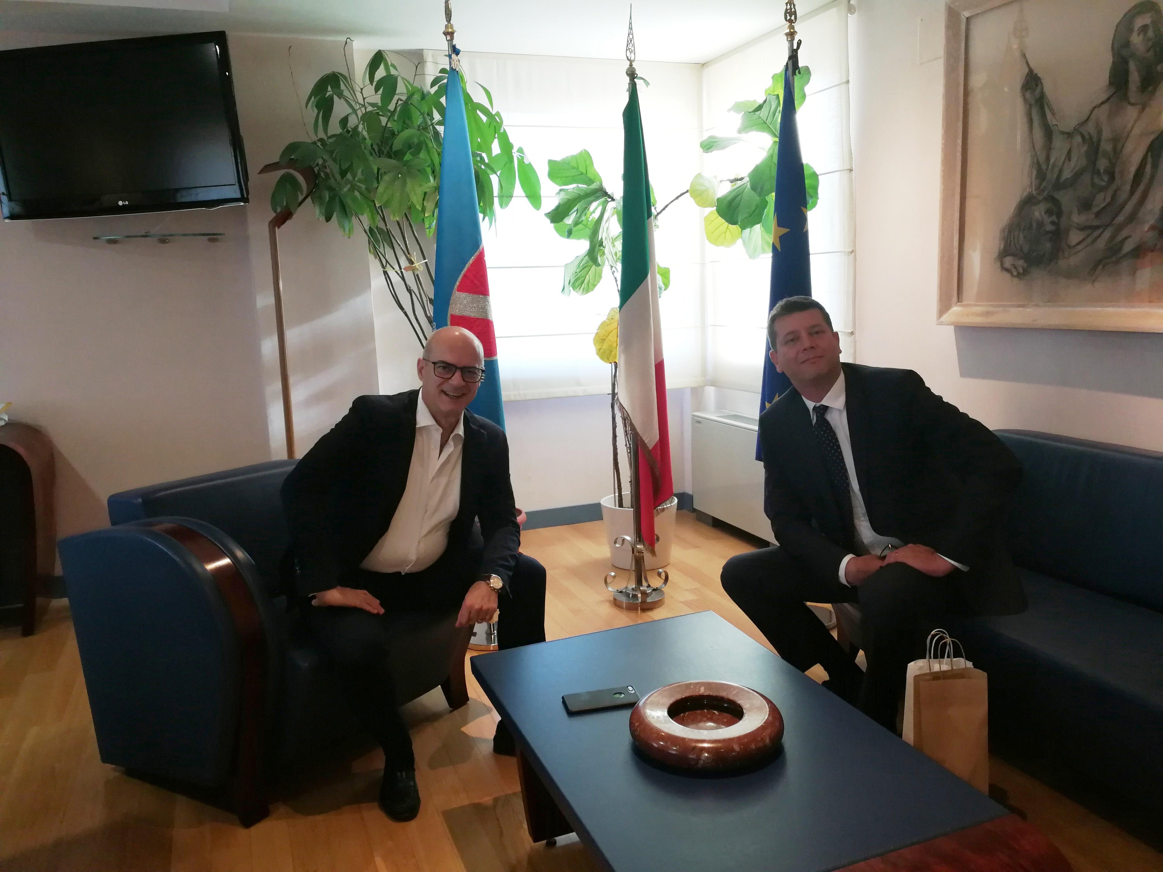 Palazzo Vitale, Toma riceve l'ambasciatore Jasen Mesić.