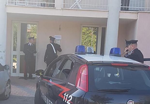 Isernia: I Carabinieri denunciano una persona per furto e segnalano due giovani alla Prefettura per uso personale di sostanze stupefacenti.