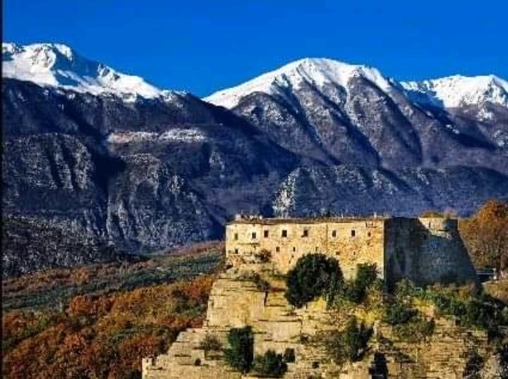 Cerro al Volturno: la rivista Latitudes Travel Magazine dedica un ampio spazio al Castello Pandone. Il numero 119 scaricabile anche on-line.