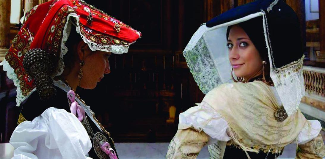 Caserta: gli abiti ed i gioielli del MuseC esposti all'interno della reggia. Appuntamento di grande interesse culturale.