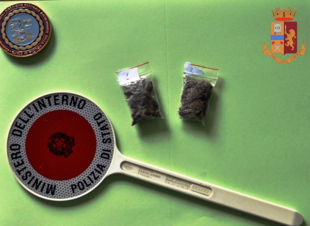 Isernia:19enne denunciato per spaccio di sostanze stupefacenti presso il vecchio centro commerciale.