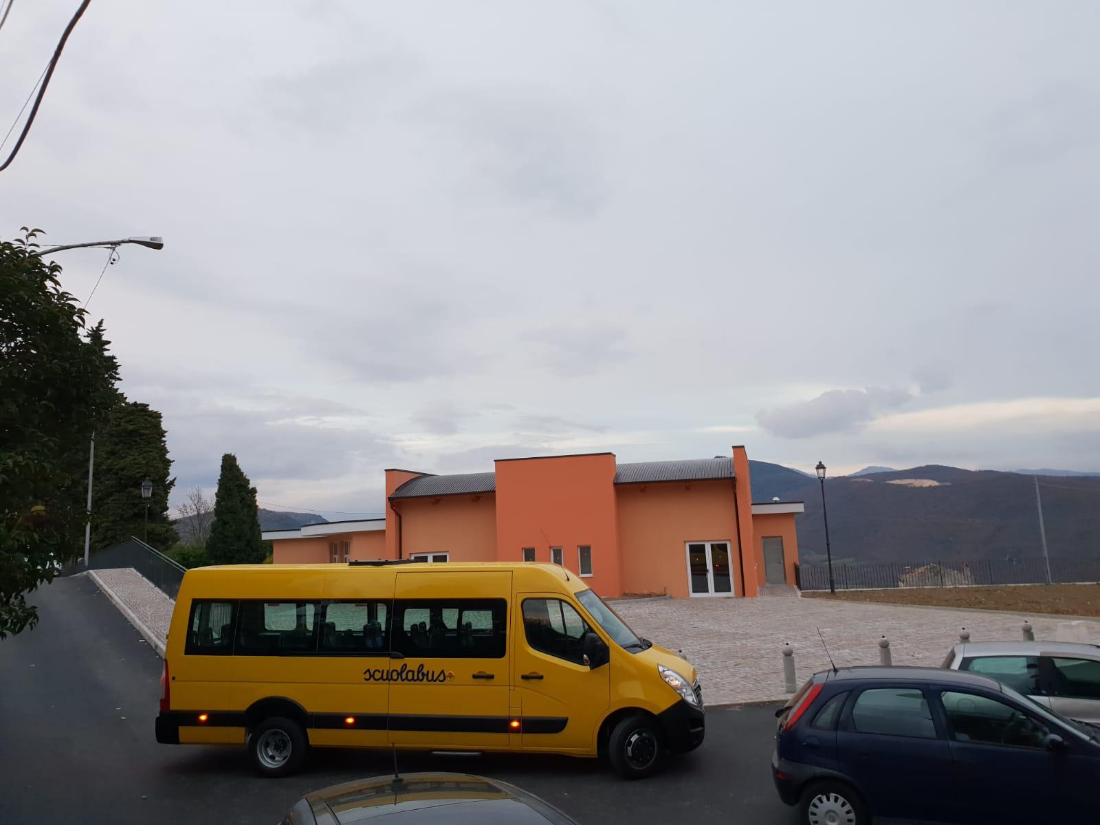"""Fornelli: lo scuolabus vinto a """"Mezzogiorno in Famiglia"""" in funzione e in pieno uso del comune. Domani la benedizione del mezzo"""