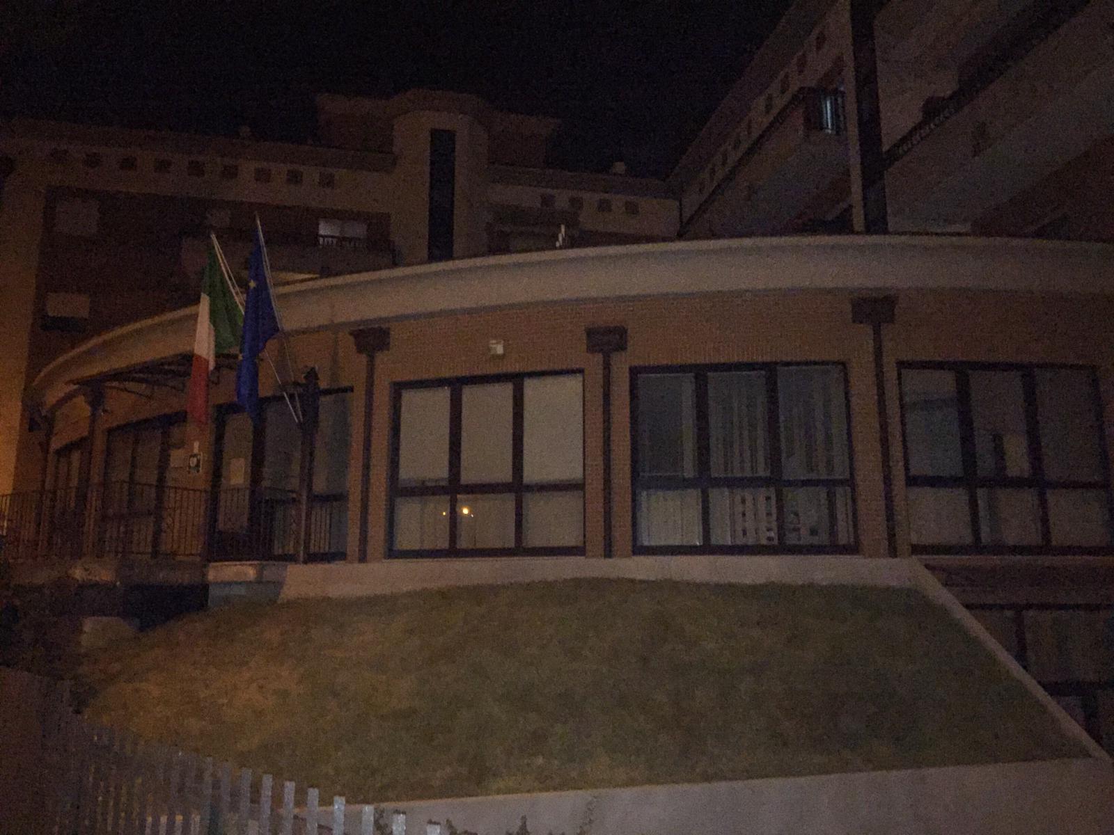 Sinlai e Forza Nuova unite su sede Agenzia delle Entrate Isernia. Affisso striscione su parte esterna della struttura.