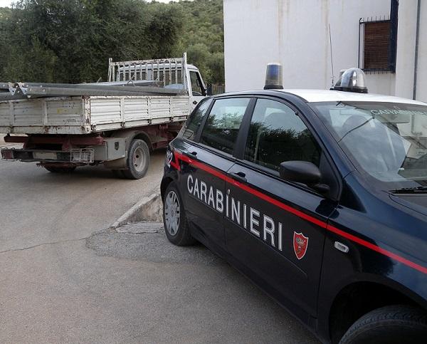 Agnone: due giovani sorpresi dai Carabinieri a rubare le traversine dei guardrail per rivenderne il metallo.